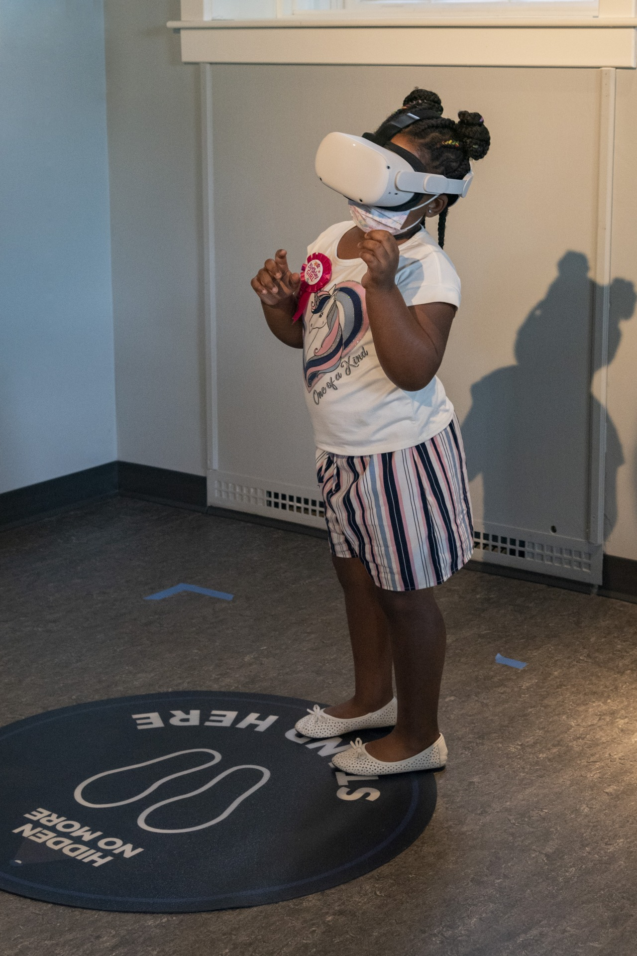 young museum goer uses vr headset