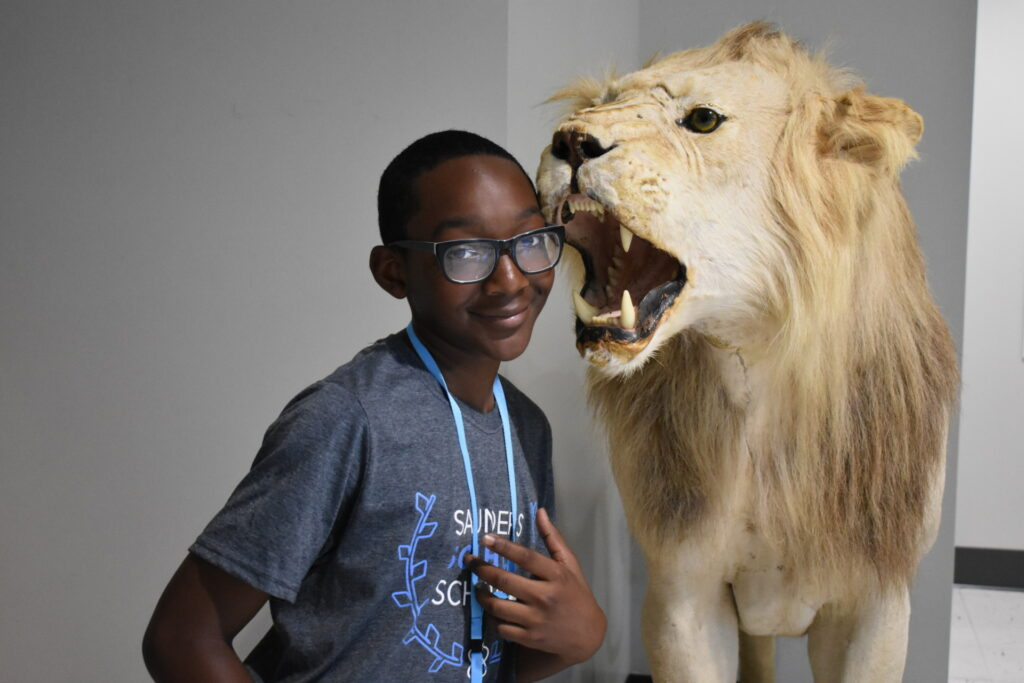 boy and lion at the museum